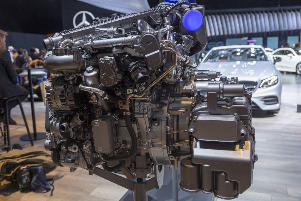 Новый дизель, 9-ступенчатый автомат и «умный» полный привод: как Mercedes-Benz обновил большой Sprinter