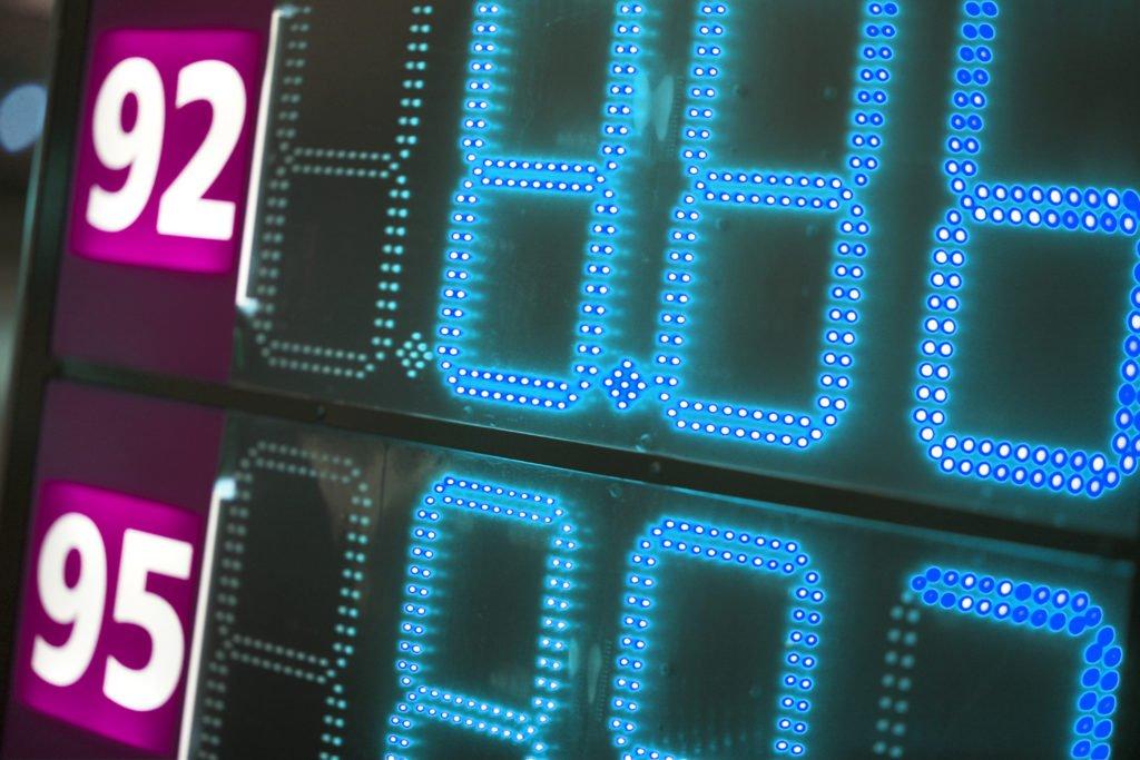 Почему многие автопроизводители  запрещают использовать 92-й бензин