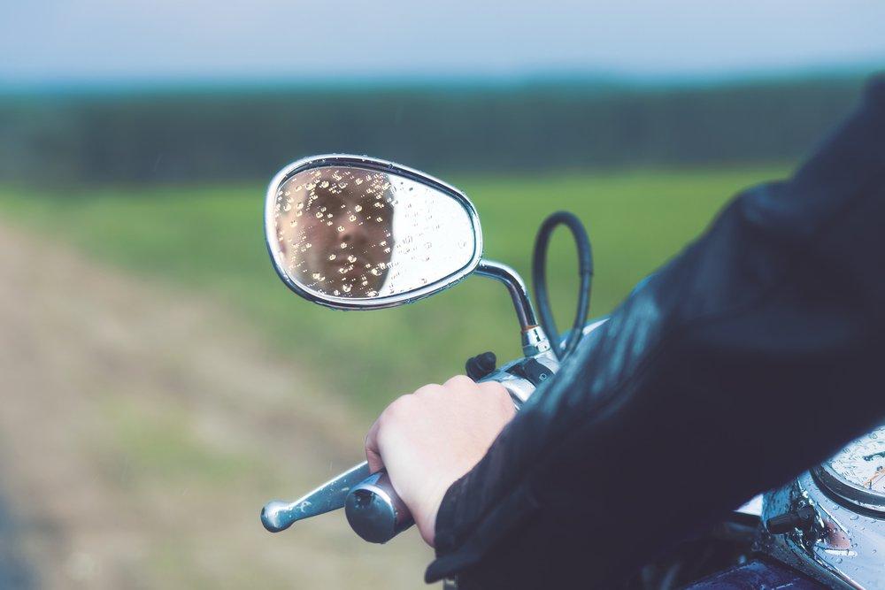 Как ездить на мотоцикле осенью: что надо знать, чтобы дожить до следующего сезона