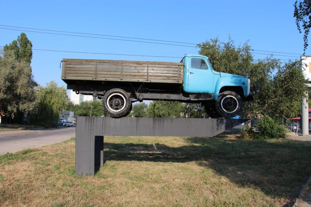Памятник «Газону» в Тольятти: почему он здесь появился и что с ним не так?
