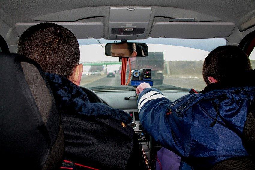 «Водитель даже не узнает»: как скрытые патрули ГИБДД ловят нарушителей и какой от них толк