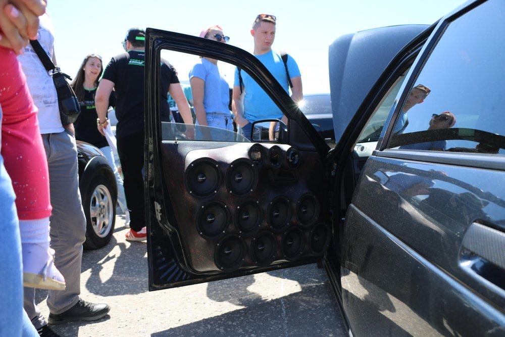 Владельцев громких автомобилей и мотоциклов накажут: штраф за шум увеличат в 10 раз