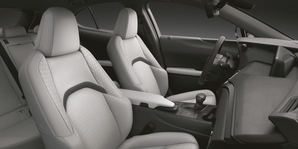 Самый дешевый кроссовер Lexus немного обновили: рассказываем, что изменилось