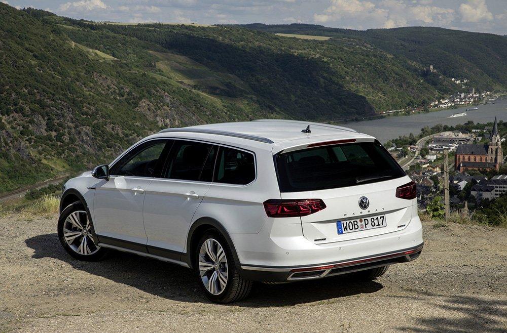 В России появился «внедорожный» универсал Volkswagen: цена шокирует