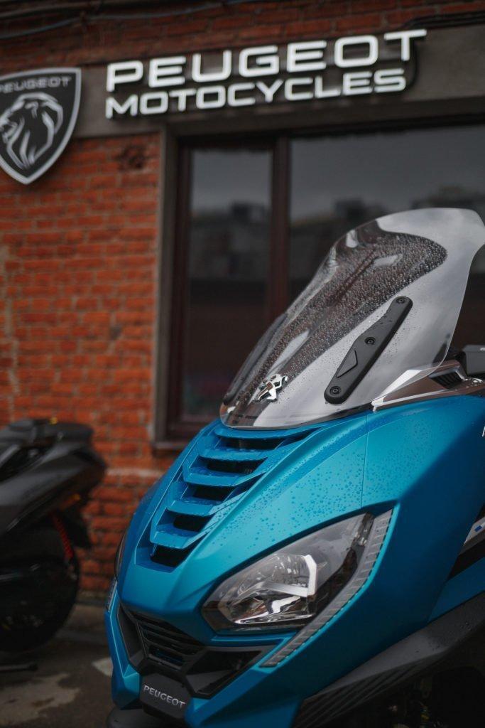 Peugeot начал продавать в России мотороллеры: отдельно от машин и очень дорого