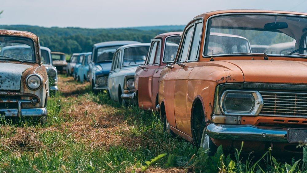 Старикам тут не место: почему владельцы старых машин всем мешают