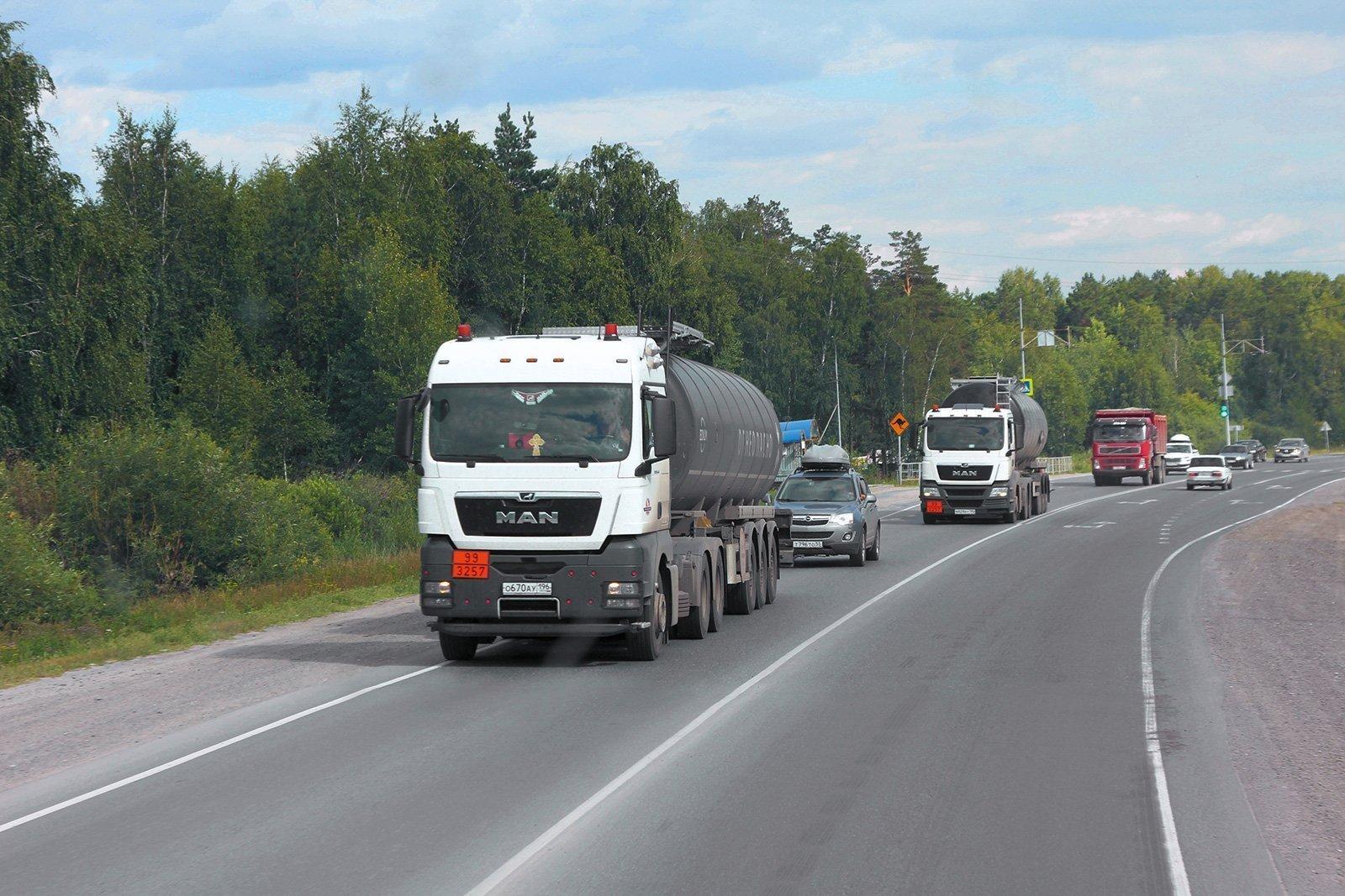 100 тысяч рублей в месяц, 15 тысяч за рейс: как за год выросли зарплаты дальнобойщиков и стоимость перевозок